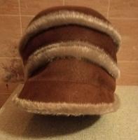 Отдается в дар Женская замшевая шапка