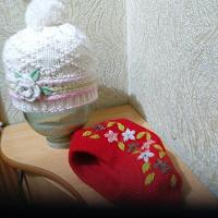 Отдается в дар Берет и шапка дев 8-10лет зима