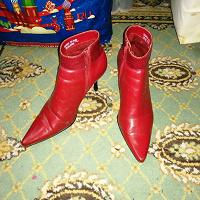 Отдается в дар Красные полусапожки 38 размер