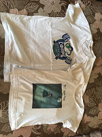 Отдается в дар Две футболки белые М и S