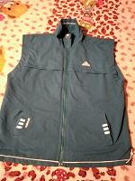 Отдается в дар Спортивная жилетка Adidas.