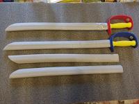 Отдается в дар Безопасные мечи игрушки