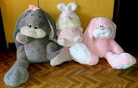 Отдается в дар Два гигантских мягких зайца и их мелкий зайкодруг =)