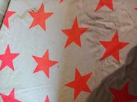 Отдается в дар Большой платок с яркими звездами и бахромой