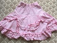 Отдается в дар юбочка и шорты для девочки