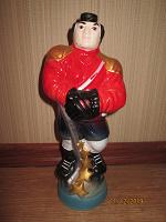 Отдается в дар Подарочная бутылка «хоккеист под номером 77»