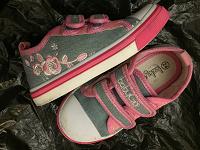 Отдается в дар Обувь для девочки,3 пары.