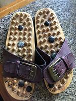 Отдается в дар Тапочки массажные с деревянными шипами