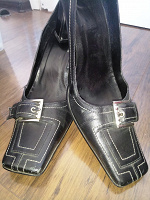 Отдается в дар Кожаные туфли на каблуках 39 размер
