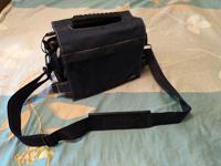 Отдается в дар Сумка для фотоаппарата и видеокамеры.