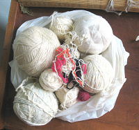 Отдается в дар Нитки для вязания.