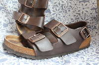 Отдается в дар Кожанные сандали на 39й размер