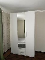 Отдается в дар Шкаф белого цвета с зеркалом