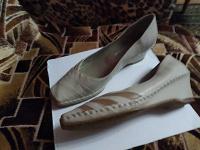 Отдается в дар женская обувь туфли