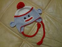 Отдается в дар смешная вязаная шапка на 3-4 года