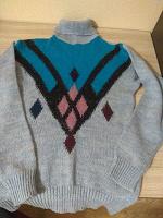 Отдается в дар Женский свитер. Р 46 Б/У