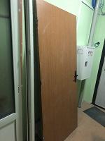 Отдается в дар Крепкая деревянная входная дверь