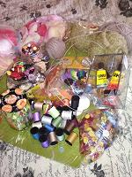 Отдается в дар материалы для рукоделия и ручной работы +клубки шерстяной нити для вязания, пуговицы, лак, клей, нитки, и многое другое