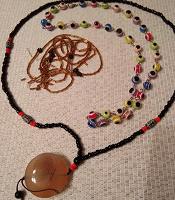 Отдается в дар Бусинки, браслеты, кулон