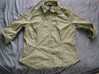 Отдается в дар Рубашка женская р-р 50-52, зелёненькая!