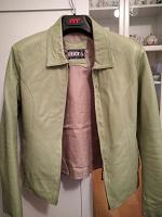 Отдается в дар Кожаная куртка зеленая размер 44