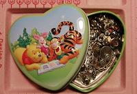 Отдается в дар Маленькая коробочка мелочи для рукоделия