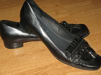 Отдается в дар Туфли женские р. 37, на узкую ногу, низкий каблук.