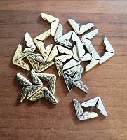 Отдается в дар Металлические уголочки для декорирования блокнотов.