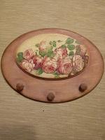 Отдается в дар Вешалка для полотенец на кухню с розами