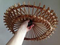 Отдается в дар Ажурный светильник из деревянных ламелек