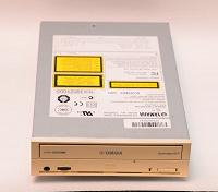 Отдается в дар Пишущий CD-привод Yamaha