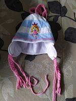 Отдается в дар шапки на девочек