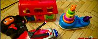 Отдается в дар конструктор, домик для зверей(игрушки)