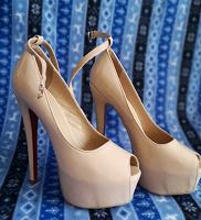 Отдается в дар Стрип туфли 38 р-ра.
