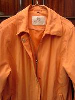 Отдается в дар Женская куртка с капюшоном, на молнии и на кнопках, размер 46/48