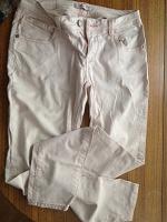 Отдается в дар Женская одежда — джинсы, джемпер, майка