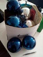 Отдается в дар Уличные большие пластиковые шары для украшения