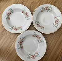 Отдается в дар Глубокие тарелки.