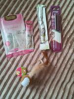 Отдается в дар Вкусняшки и игрушка для кота.