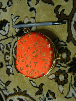 Отдается в дар Коробочка для украшений и браслет для фитнес-браслета.