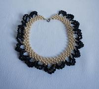 Отдается в дар ожерелье — колье белое с черным винтажное