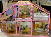 Отдается в дар домик для кукол Барби