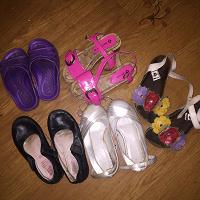 Отдается в дар Обувь девочке 16-17см.