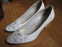 Отдается в дар Женские туфли 38 размер