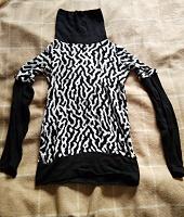 Отдается в дар Три женских свитера на 46 размер
