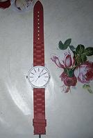 Отдается в дар Часы с красным силиконовым ремешком