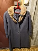 Отдается в дар Драповое пальто с меховым воротником, 48 размер