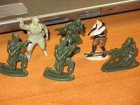 Отдается в дар фигурки солдатиков
