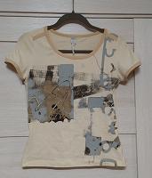Отдается в дар Женская футболка р. 46 (?)