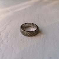 Отдается в дар Кольцо (первое) серебро с цирконами 925 проба р 16